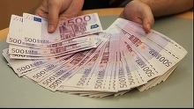 Euro atinge un nou nivel record, depasind 4.66 lei