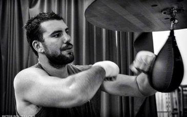 """Un roman din Dambovita face senzatie in box. Razvan Cojanu este dublu detinator al centurilor WBO si WBO Asia Pacific: """"Eram un copil amarat si banii m-au motivat mult"""""""