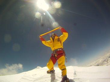 "Horia Colibasanu s-a intors din expeditia pe Everest. A povestit ca a vrut sa renunte dupa ce i s-au furat cortul si un piolet:  ""A fost oribil de greu si foarte, foarte frig""."