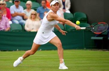 Simona Halep a invins-o pe Shuai Peng si s-a calificat in optimi la Wimbledon