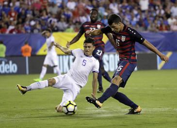 Doi jucatori din nationala El Salvador, suspendati dupa ce au muscat adversari din echipa SUA la Gold Cup