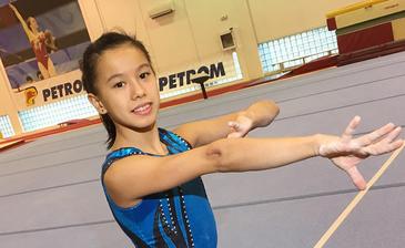 Mama unei foste gimnaste i-a dat in judecata pe mai-marii din gimnastica! Ea a facut initial reclamatie la Consiliu pentru Combaterea Discriminarii! Ce acuzatii grave face mama Asianei Peng