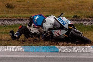 Catalin Cazacu a prins podiumul la Serres, Grecia, cu toate ca a cazut cu motocicleta in calificari!