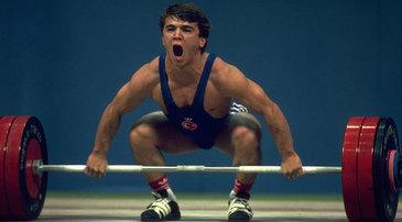 Naim Suleymanoglu, multiplu campion mondial si olimpic la haltere, a incetat din viata la varsta de 50 de ani