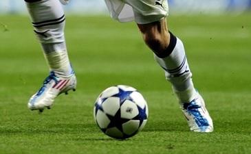 Tragedie in sport.  Unul dintre cei mai talentati tineri fotbalisti a murit la varsta de 21 de ani - S-a prabusit pe teren si a murit