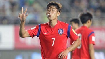 Campionatul Mondial de fotbal 2018. Jucatorii coreeni, bombardati cu oua la revenirea in tara!