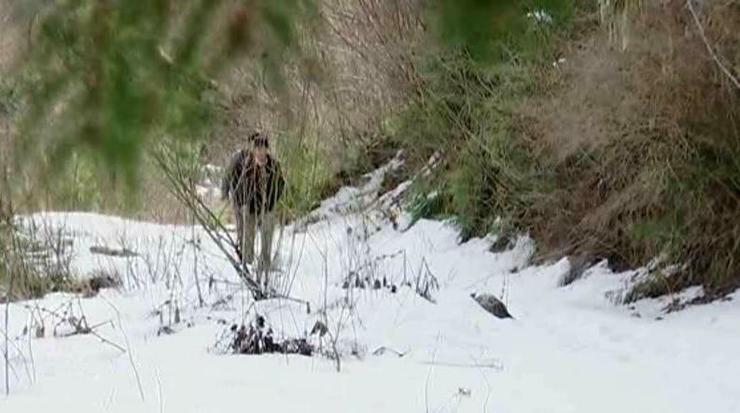 Povestea impresionanta a profesorului din Apuseni care traverseaza muntii pentru a ajunge la doi copii. Desi e trecut de 60 de ani, strabate zilnic un drum de patru ore