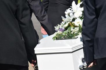 Se poarta sau nu haine de doliu dupa inmormantare? Ce spune Biblia despre acest obicei