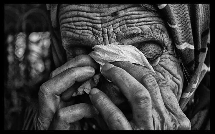 I-a spart casa unei batrane de 92 de ani din Buzau, apoi a violat-o. Un tanar de 21 de ani a fost arestat