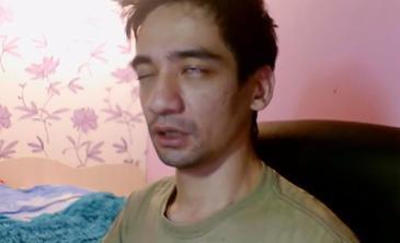 """Si-a transmis sinuciderea LIVE pe internet! """"Sa ii spuneti sotiei mele ca o iubesc""""- S-a lasat muscat de un sarpe veninos si a asteptat sa moara"""