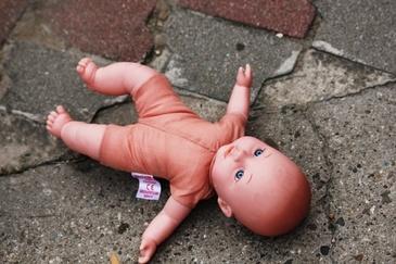 Motivul halucinant pentru care parintii a patru fetite au ucis copilul vecinilor. Cand au descoperit cadavrul, toti au avut un mare soc!