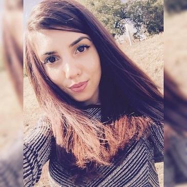 """Tanara de 18 ani din Bals, ranita grav acum 11 zile, a murit. """"Este moarta fiica mea. Durerea este inimaginabila"""", spun parintii devastati"""