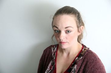 """""""Asistentii sociali m-au trimis inapoi la tata, ca sa ma violeze din nou!"""" Povestea cutremuratoare a unei tinere, torturata de propriul tata"""