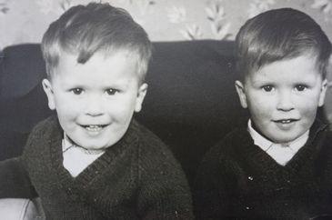 Povestea tulburatoare a gemenilor David si Paul. Nu si-au vorbit 20 de ani, dar au murit  in acelasi mod, la interval de 3 luni