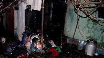 Caz cutremurator in Moldova. Trei frati minori au ars de vii, dupa ce casa s-a aprins ca o torta