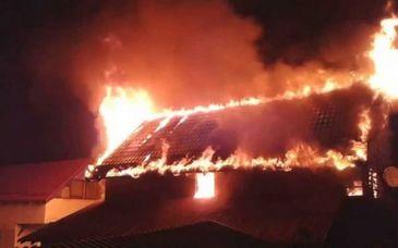 Moarte cumplita pentru o batrana din Botosani. A ars de vie in casa după ce incendiul a fost anuntat cu intarziere