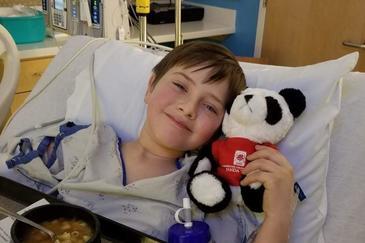 Un baietel a murit in chinuri groaznice, la spital, dupa o cazatura banala la joaca. Ce au descoperit medicii in trupul micutului