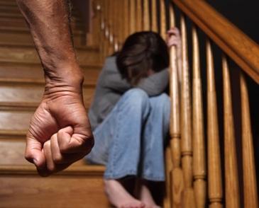 O fetita, violata ani la randul de tatal sau, a nascut un bebelus sanatos – Mama copilei a refuzat sa depuna plangere impotriva monstrului de tata