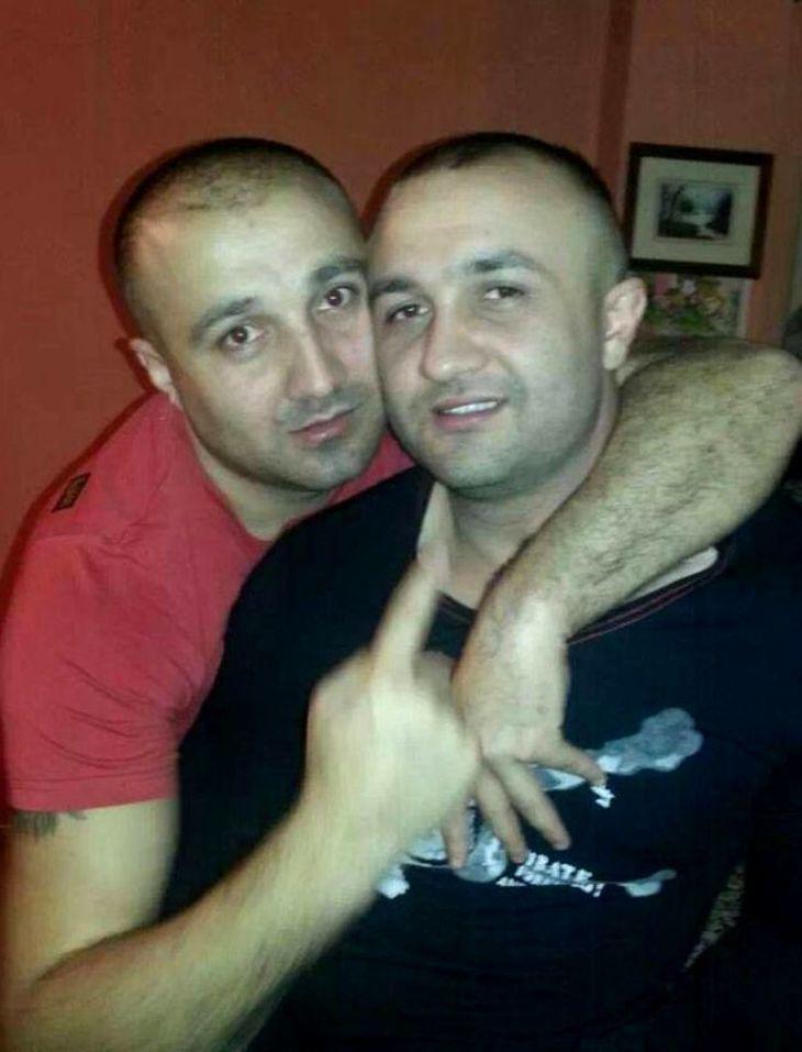 Ei sunt fratii proxeneti din Vaslui care si-au pus bile in penisuri pentru a provoca dureri prostituatelor violate in Spania! Cristian si Sebastian risca 600 de ani de puscarie!