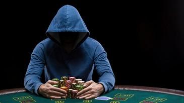 Eşti as la poker? Ştii că a apărut un nou stil de a juca: Split Hold'Em?