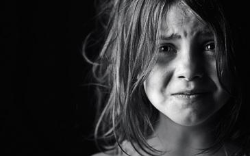 O fetita de 13 ani din Arad a nascut un copil in stare de descompunere