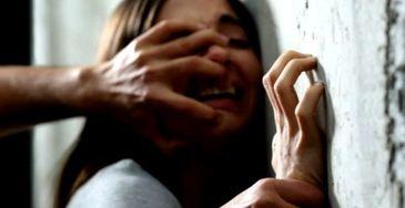 Oribil! Doua adolescente, una de 16 si alta de 17 ani, au fost violate si apoi incendiate. Una dintre ele se zbate intre viata si moarta, cealalta a avut parte de o moarte crunta - Politia ii cauta si acum pe agresori