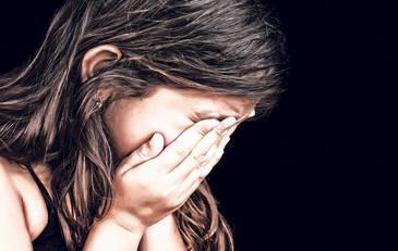 Un barbat din Timisoara a violat o fetita de 10 ani. Chinurile au durat 2 ani. Cum a fost posibil ca fata sa taca atat timp si cum a iesit totul la iveala. Detalii halucinante!