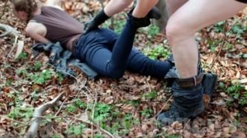 O fetita de 13 ani din Olt a fost luata bagata cu forta intr-o masina. Soferul a condus pana la un camp. Acolo si-a sunat un prieten si ce a urmat este INGROZITOR