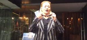 """Cum s-a imbracat Delia Matache la cununia civila a surorii ei: """"Daca ma apuca, o sa cant la nunta"""""""