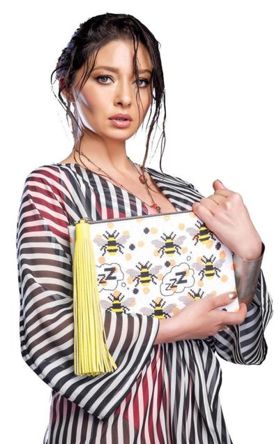 """""""Sultana Kosem"""", actrita Nurgul Yeşilçay si-a deschis magazin de genti! O geanta, marca Nurgul, costa in jur de 700 Euro"""