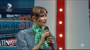 """WOW sau BAU-BAU? Iulia Albu a dat verdictul: """"Este un exemplu clar de cum să te îneci în propriul sacou! N-ar trebui să poarte aşa ceva niciodată!"""" Cine e vedeta care a gafat"""
