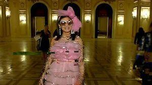 """Marisa """"De ce"""" a dat buzna la o petrecere de lux din Capitala si a facut vedetele sa roseasca cu intrebarile ei"""
