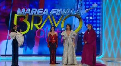 """A fost desemnata castigatoarea sezonului trei al show-ului """"Bravo, ai stil""""! Iuliana a primit titlul de """"Cea mai stilata femeie din Romania"""" si a castigat suma de 100.000 de lei"""