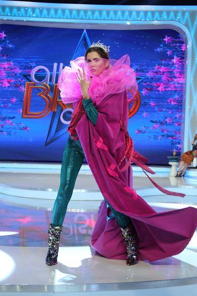 """Liciteaza pentru pelerina Emilianei de la """"Bravo, ai stil! All Stars!"""". Cum poate fi a ta"""