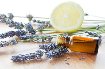 Afla cum poti folosi diverse uleiuri esentiale pentru ingrijirea pielii!
