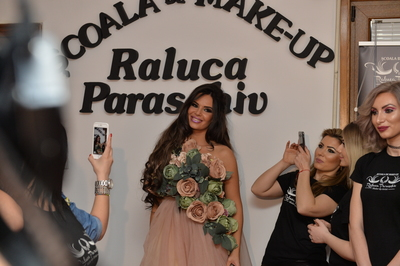 Raluca Paraschiv, de la pistol la pensula de make-up! Cum si-a descoperit pasiunea pentru beauty