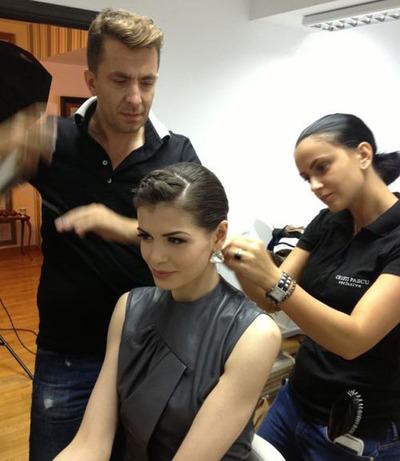 Cristi Pascu i-a tuns părul Monicăi Gabor perfect drept din raţiuni practice