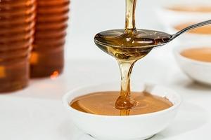 Cum scapi de acnee cu miere de albine - Incearca acest truc