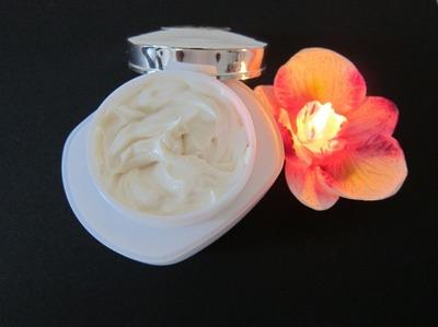 Crema hidratanta naturala facuta in casa pentru un ten sensibil