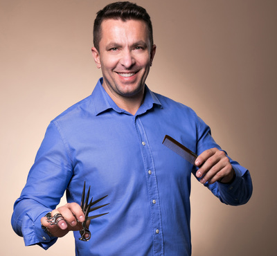 Cristi Pascu te învaţă cum să îţi îngrijeşti părul negru ca să rămână lucios şi sănătos în timpul verii