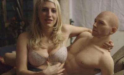 "El e Gabriel, prima papusa erotica masculina! Iata ce ""dotari"" are"