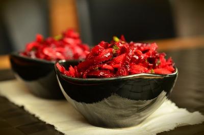 Salata de sfecla rosie fiarta cu hrean, o alegere inspirata pentru zilele de post