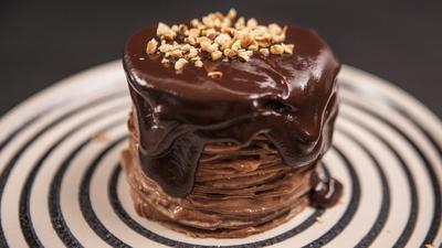 Tort cremos de ciocolata si clatite! Nu ai mai mancat asa ceva!