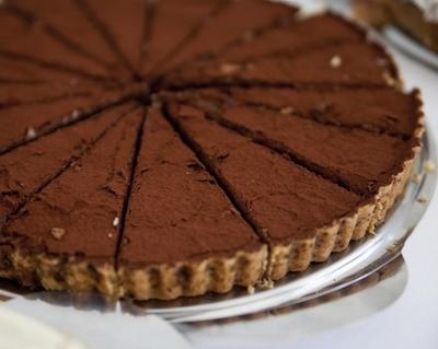 Reteta cu calorii putine! Tarta cu ciocolata la care ai unda verde oricand