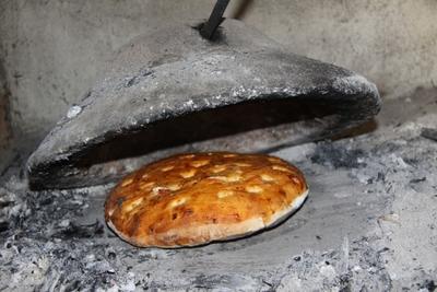 Metoda pe cale de dispartie de a face paine in Romania! Franzela in test. Uite cum se prepara aluatul