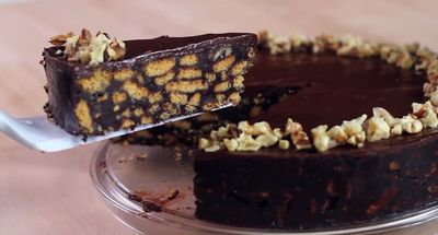 VIDEO! Nu ai mancat niciodata un asemenea tort de biscuiti! Nu are nevoie de coacere!