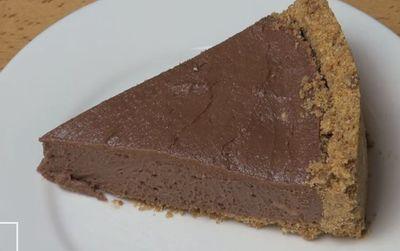 VIDEO! Asa se face cea mai usoara reteta de cheesecake cu ciocolata! Ai nevoie de cinci ingrediente!