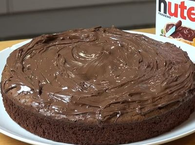 VIDEO! Tort din trei ingrediente! Nu te gandeai niciodata ca se face asa usor!