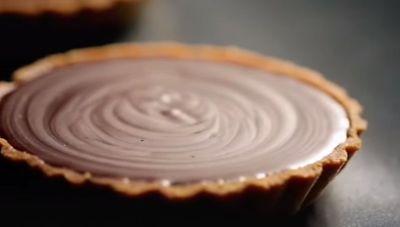 VIDEO! Cea mai gustoasa tarta de ciocolata, dupa reteta lui Gordon Ramsay!