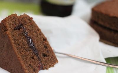 Reteta romaneasca usoara: prajitura cu nuca, marmelada si cacao!